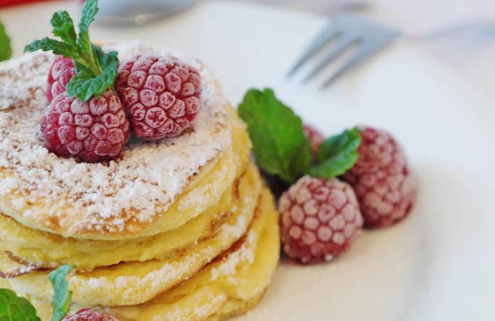 Przepis na omlet z jajek - na słodko i na słono